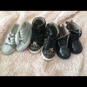 Toddler girl shoes sz 6, worn, Zara missing lace
